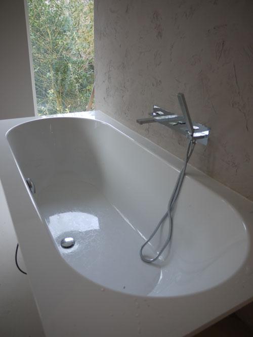 Hier heeft Henk Epskamp uit Hoevelaken een nieuw bad geïnstalleerd.
